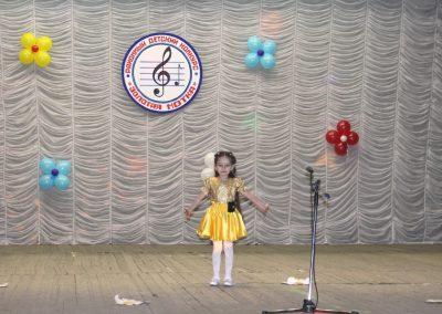 С песней Солнышко в исполнении Тедеевой Раяны