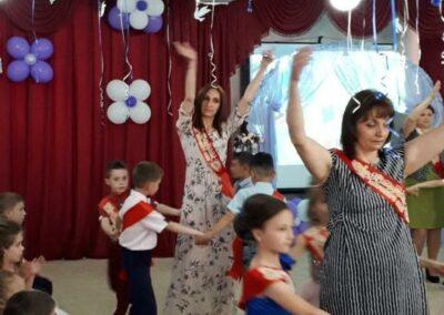 Танец с воспитателями